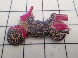 PIN513K Pin's Pins / Rare Et Beau : MOTO ROUTIERE ROUGE ET NOIRE PEUT ETRE HARLEY ? - Motorbikes