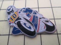 PIN513K Pin's Pins / Rare Et Beau : MOTO HONDA BLANCHE ET BLEUE N°10 - Motorbikes