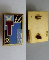 Insigne Du 38 Rgt De Transmissions - Army