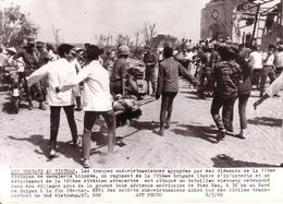 """PHOTO AFP - 06/03/1969 - GUERRE -  """" LES COMBATS AU VIETNAM """" - REGION BIEN HOA  - EVACUATION D'UN VIETCONG TUE .... - Guerre, Militaire"""