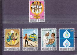 ANNEE INTERNATIONALE DE LA FEMME/ NEUF * / 5 VALEURS /N° 555/559 YVERT ET TELLIER 1976 - Guinea (1958-...)