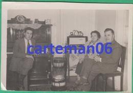Egypte - Port Said - Une Famille à Son Domicile - Format 8.5 X 5.8 Cm (radio, TSF, Piano) - Places