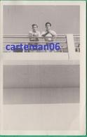 Egypte - Port Said - 2 Jeunes Hommes Sur Un Balcon - Format 13.8 X 8.8 Cm - Places