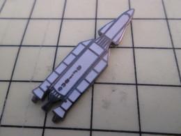 PIN513K Pin's Pins / Rare Et Beau : AVION AVIATION AEROSPATIALE FUSEE ARIANE AVEC NAVETTE HERMES - Space