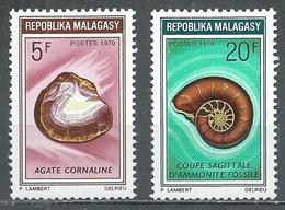 Madagascar YT N°472/473 Roche Et Fossile Neuf ** - Madagascar (1960-...)