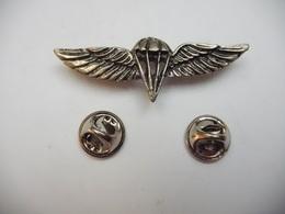 Beau Pin's En Relief , Armée Militaire , Para , Parachutisme - Armee