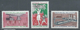 Madagascar YT N°448/450 Plan Quinquennal Neuf ** - Madagascar (1960-...)