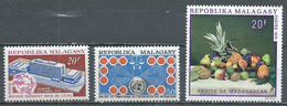 Madagascar YT N°474-475-476 Siège De L'U.P.U. - O.N.U. - Fruits Neuf ** - Madagascar (1960-...)