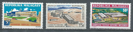 Madagascar YT N°484/486 Industries Neuf ** - Madagascar (1960-...)