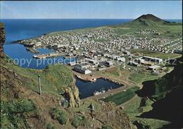 72564271 Vestmannaeyjar Fischerstaedtchen Mit Vulkan Helgafell Vestmannaeyjar - Island