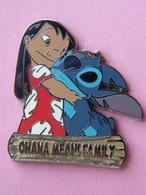 """STITCH Et LILO """"ohana Means Family"""" - Dim : 40x43 Mm , Disney , Bd - Disney"""
