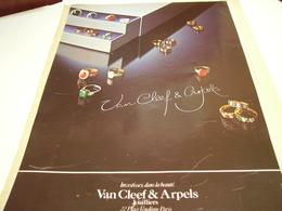 ANCIENNE PUBLICITE JOAILLIER VAN CLEEF & ARPELS  1980 - Jewels & Clocks