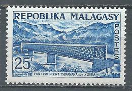 Madagascar YT N°361 Pont Président Tsiranana Sur La Sofia Neuf ** - Madagascar (1960-...)