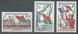 Madagascar YT N°338/339 Et 340 Proclamation De La République - Communauté Française Neuf ** - Madagascar (1960-...)