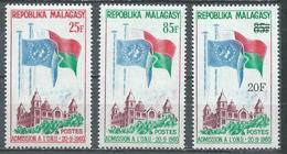 Madagascar YT N°362/363 Et 447 Admission Aux Nations Unies Et Surchargé Neuf ** - Madagascar (1960-...)