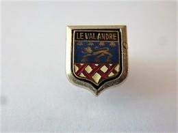 PINS VILLE LE VAL ANDRE CP 22370 CÔTE D'ARMOR  / BLASON ARMOIRIES   Léopard Et Coquilles / 33NAT - Cities