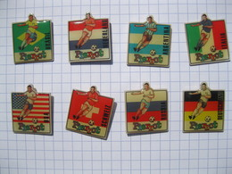 Lot De 8  Pin's  PIERROT  FOOTBALL (Pin's Neufs Sortis De L'emballage Pour La Photo) - Badges
