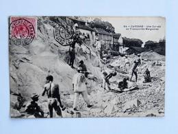 C.P.A. GUYANE : CAYENNE : Une Corvée De Transportés Malgaches, Timbre En 1913 - Cayenne