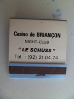 "Boite Allumettes Casino De BRIANCON Night Club "" LE SCHUSS "" Publicité Cigarettes Gauloises Longues - Boites D'allumettes"