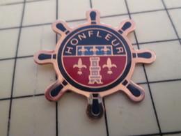 Pin711e Pin's Pins : Rare Et Belle Qualité : VILLES / NORMANDIE CALVADOS HONFLEUR BARRE GOUVERNAIL FLEUR DE LYS - Cities