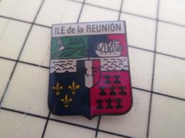 Pin611c Pin's Pins : Rare Et Belle Qualité : VILLES / BLASON ECUSSON ARMOIRIES DE L'ILE DE LA REUNION - Cities
