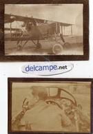 2 Photos  Authentiques -   AVIATION - Avion à Hélice Et Pilote Dans Le Cockpit - écrit Au Dos MAURICE AVIATION 15- 18 - Aviation