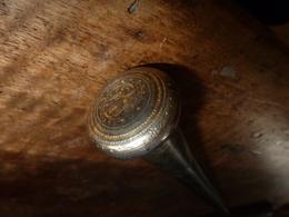 Pommeau De Canne Ancienne (métal Et Sertissage Non Défini ) Avec Partie En Bois De Palissandre , Longueur  = 25cm - Autres Collections