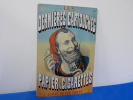 """Plaque Métal """"LES DERNIERES CARTOUCHES"""" Papier à Cigarettes. - Advertising (Porcelain) Signs"""