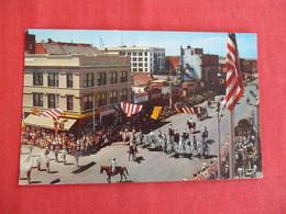 Frontier Days Parade  2 Pin Hole Top - Wyoming > Cheyenne  Ref 2934 - Cheyenne