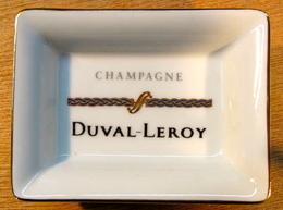 CENDRIER ( TORSADE BLEU ) CHANPAGNE DUVAL LEROY / PORCELAINE DE LIMOGES FRANCE 76 MM X 56 MM - Ashtrays