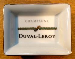 CENDRIER ( TORSADE VERT ) CHANPAGNE DUVAL LEROY / PORCELAINE DE LIMOGES FRANCE 76 MM X 56 MM - Ashtrays