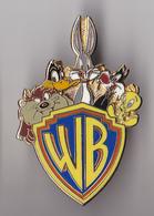 PIN'S   WB, GROSMINET, TITI, BUGS BUNNY ET DAFFY DUCK SIGNE WARNER BROSS - Comics