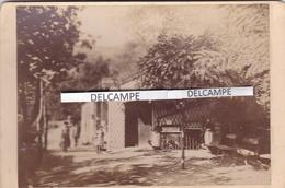 LAMALOU LES BAINS 1880/90 - Photo Originale De L'Etablissement De La Source L' USCLADE ( Hérault ) - Places