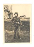 Photo (7 X 10 Cm) - Armée Belge à KASSEL En 1963 - Manoeuvres - Militaire En Armes Et Tenue Camoufflée (Mi10) - Oorlog, Militair