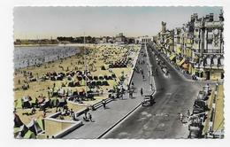(RECTO / VERSO) LES SABLES D' OLONNE EN 1953 - N° 28 - REMBLAI - PLAGE ET CASINO AVEC VOITURES - FORMAT CPA VOYAGEE - Sables D'Olonne