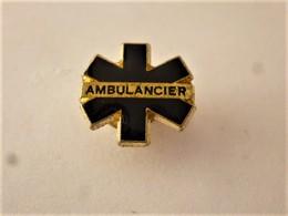 PINS  AMBULANCIERS LA CROIX BLEUE  / 33NAT - Medical