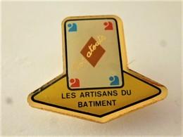 PINS JEUX  CARTES CARREAU VOS ATOUTS LES ARTISANTS DU BATIMENT / 33NAT - Games