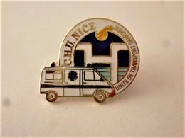PINS MEDICAL AMBULANCE CHU NICE Unité De Transport Sanitaire / Signé V.T.S. PASTEUR / 33NAT - Medical