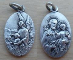 NM-522Médaille Ovale En Ag (poinçon) Gravée France Anagramme JB St Joseph Et L'Enfant - Religión & Esoterismo