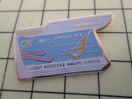 Pin411c Pin's Pins / Beau Et Rare / BANQUES  : CARNET DE CHEQUES CREDIT AGRICOLE HAUTE SAVOIE - Banks