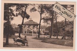 35 Dinard - Cpa / Le Parc Des Tourelles. - Dinard