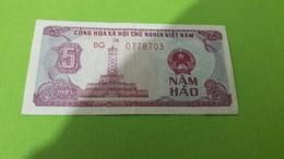 VIET NAM   5 DONG - Monnaies & Billets