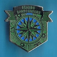 PIN'S //  ** GRANDS RANDONNEURS ** - Alpinism, Mountaineering