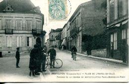 N°61358 -cpa Montguyon -place De L'hôtel De Ville- - Other Municipalities