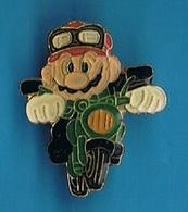 PIN'S //  ** SUPER MARIO BROS / EN MOTO ** . (© 1988 Nintendo Of America Inc) - Games