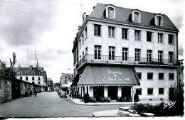 N°61367 -cpsm Caen -place De La Réûblique Et Rue De Strasbourg- - Caen