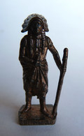FIGURINE KINDER  METAL  INDIEN I - 6 SITTING BULL Cuivre - KRIEGER Berümmte Indianer-Häuptlinge - Metal Figurines