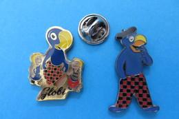 2 Pin's, GLOBI, Livre D'enfants, Perroquet, Parrot, Papagei, Bird, - Badges
