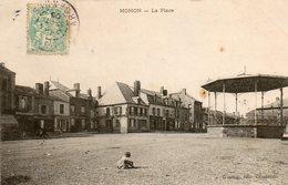 08. CPA.  MOHON.   La Place, Kiosque, Commerces Dont Gross Cordonnier, Graineterie, Boulangerie. 1906. - France