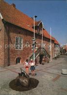 72543408 Otterndorf Niederelbe Rathaus Mit Wappentier Der Stadt 2 Fischottern Ot - Alemania